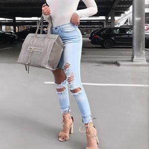 BNWT fashion nova Jeans Distressed Frayed